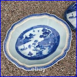 PERFECT CHINESE 18TH C QIANLONG BLUE & WHITE MUFFIN or VEGETABLE DISH 11 inch